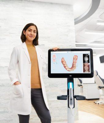 Apparecchio invisibile simulazione 3D allineamento dentale